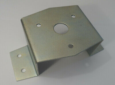 562724 Land Rover Series Mounting Plate Bracket For 7 Pin Trailer Socket  • 12.99£