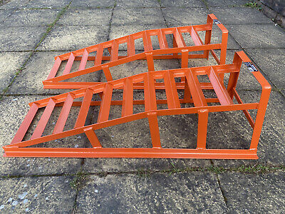 Halfords 2 Tonne Car Ramps - Used Once - Excellent Condition • 35£