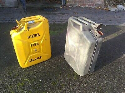 2x Fuel Cans - Jerry Cans • 25£